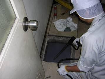 害虫駆除 汚水槽 散布中