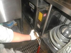 厨房洗浄機 薬剤処理を実施