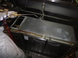 冷蔵庫内部・天板内に薬剤処理を実施