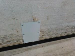 防鼠板にて破損箇所を閉塞