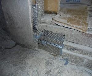 穴を防鼠板にて閉塞