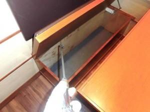 ホール 座席収納部に薬剤処理