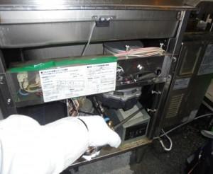 厨房 洗浄機熱源部に薬剤処理を実施致しました。