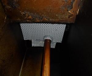隙間を防鼠板にて閉塞