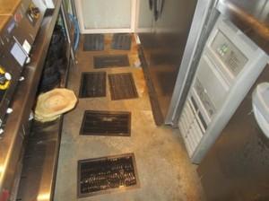 1F厨房集中捕鼠を実施