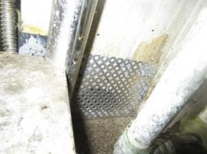 壁面ネズミの侵入穴閉塞