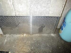 製氷機裏壁面ネズミの侵入口閉塞2
